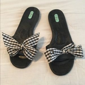 Okal sandals with gingham bow size med 7/8